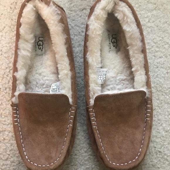 3148a8a451b Women Ugg slippers!